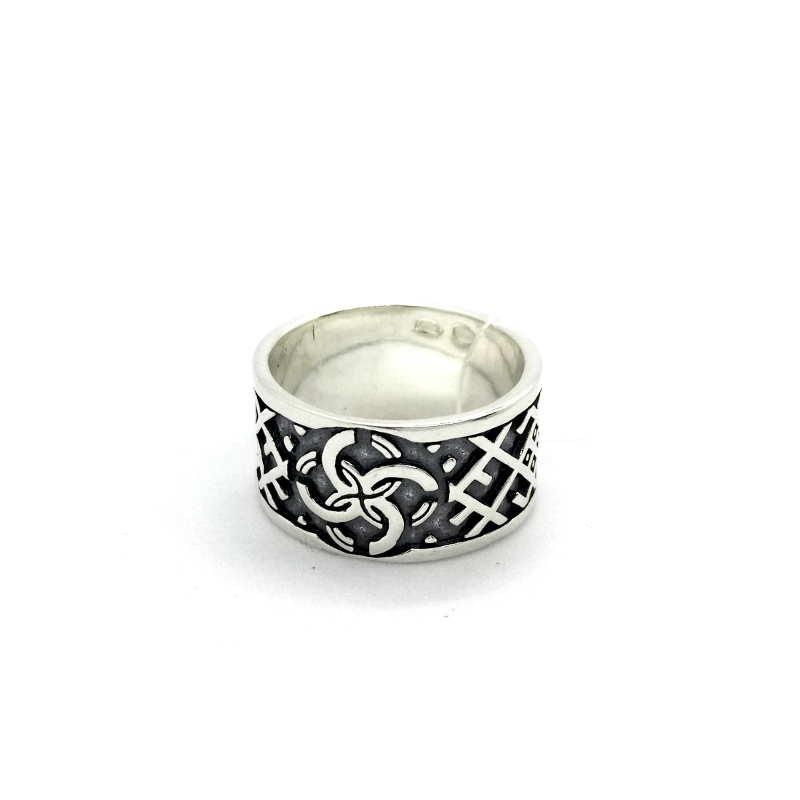 Кольцо с оберегом свадебник