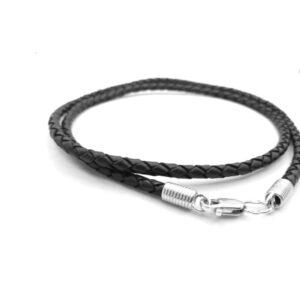 Черный кожаный шнурок с серберяными окончаниями